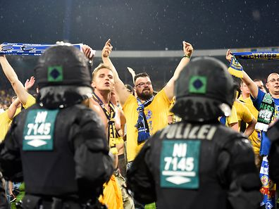 Football Soccer - Eintracht Braunschweig v VFL Wolfsburg - Bundesliga Relegation Playoff Match Second Leg - Eintracht-Stadion, Braunschweig, Germany - 29/5/17 Police watch on as fans invade the pitch after the game Reuters / Fabian Bimmer Livepic DFL RULES TO LIMIT THE ONLINE USAGE DURING MATCH TIME TO 15 PICTURES PER GAME. IMAGE SEQUENCES TO SIMULATE VIDEO IS NOT ALLOWED AT ANY TIME. FOR FURTHER QUERIES PLEASE CONTACT DFL DIRECTLY AT + 49 69 650050.