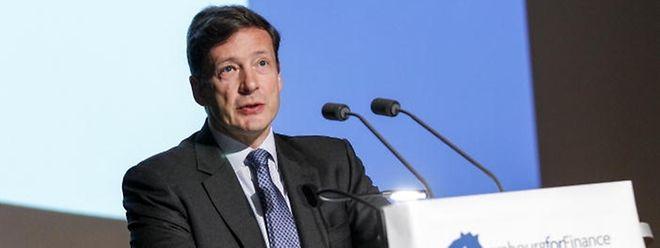 Nicolas Mackel en 2005 lors d'un forum sur la monnaie chinoise à Luxembourg.
