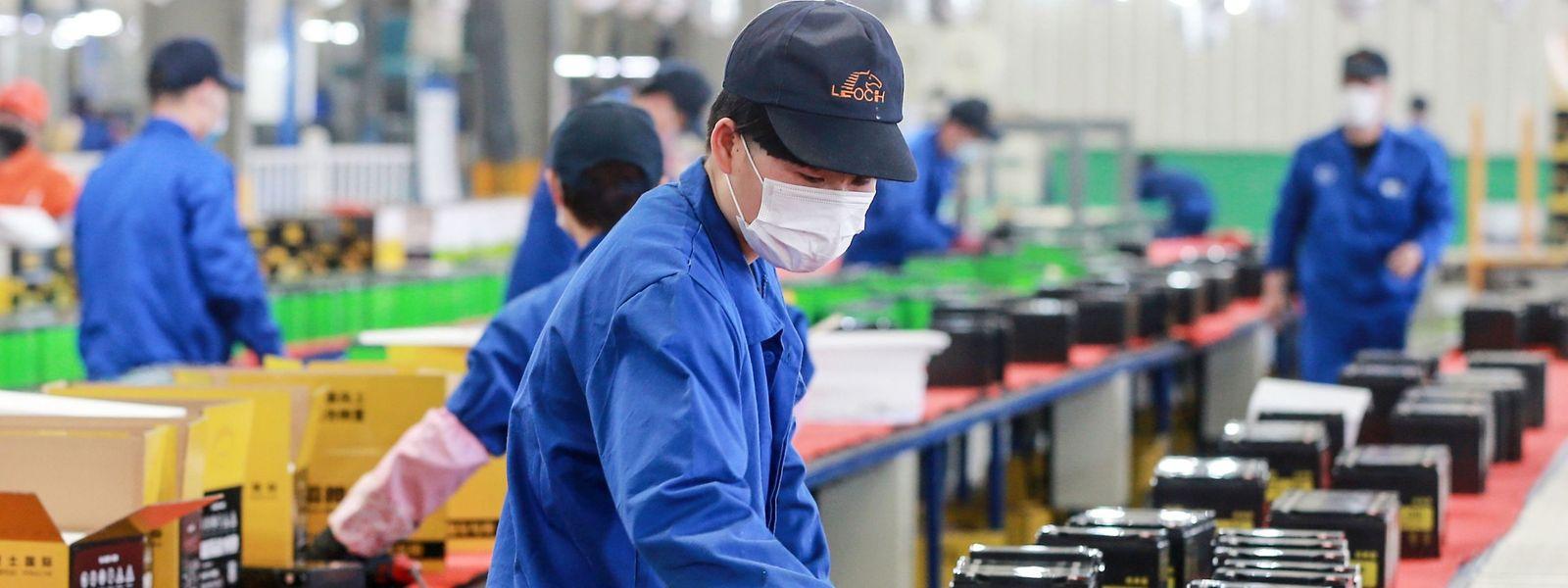 En Chine, l'activité reprend, mais les scénarios noirs menacent l'économie mondiale.
