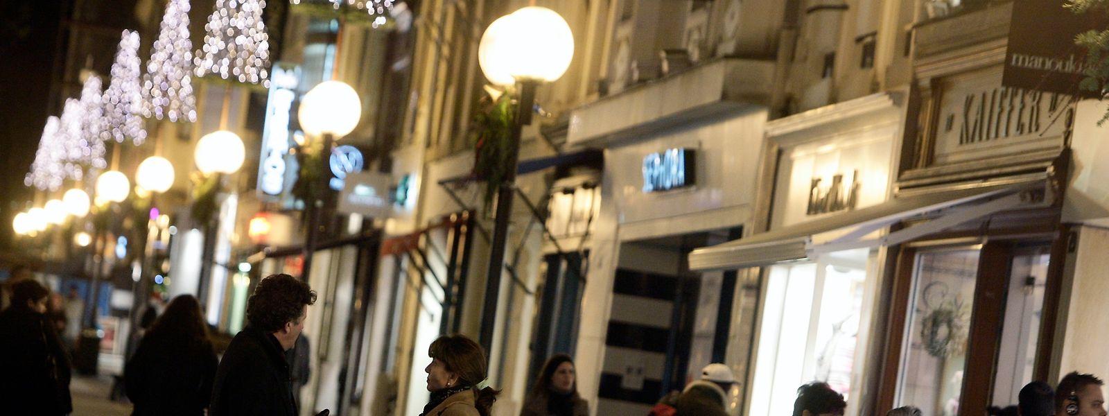 Gerade in der Weihnachtszeit sind die Fußgängerzonen gut gefüllt. Dann läuft die Suche nach Geschenken auf Hochtouren.