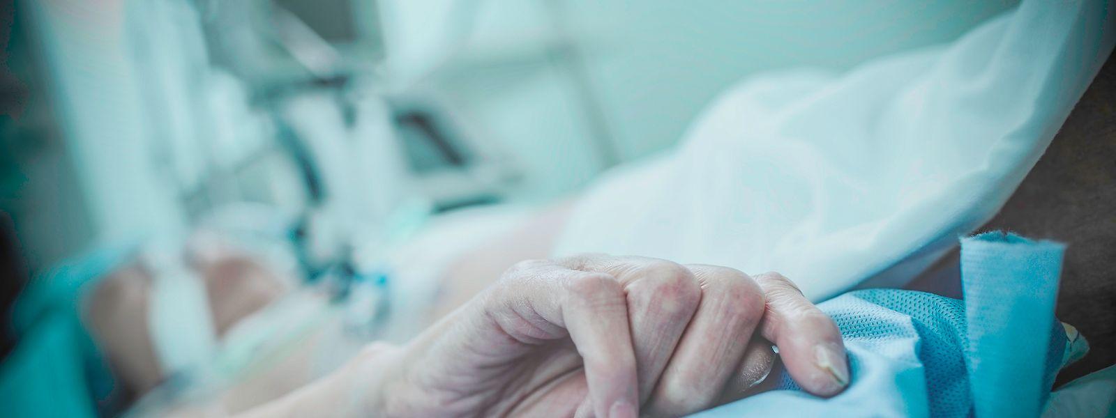 Die Kommission beanstandet, dass die Krankenhäuser sich bisweilen schwer tun mit der Sterbehilfe.