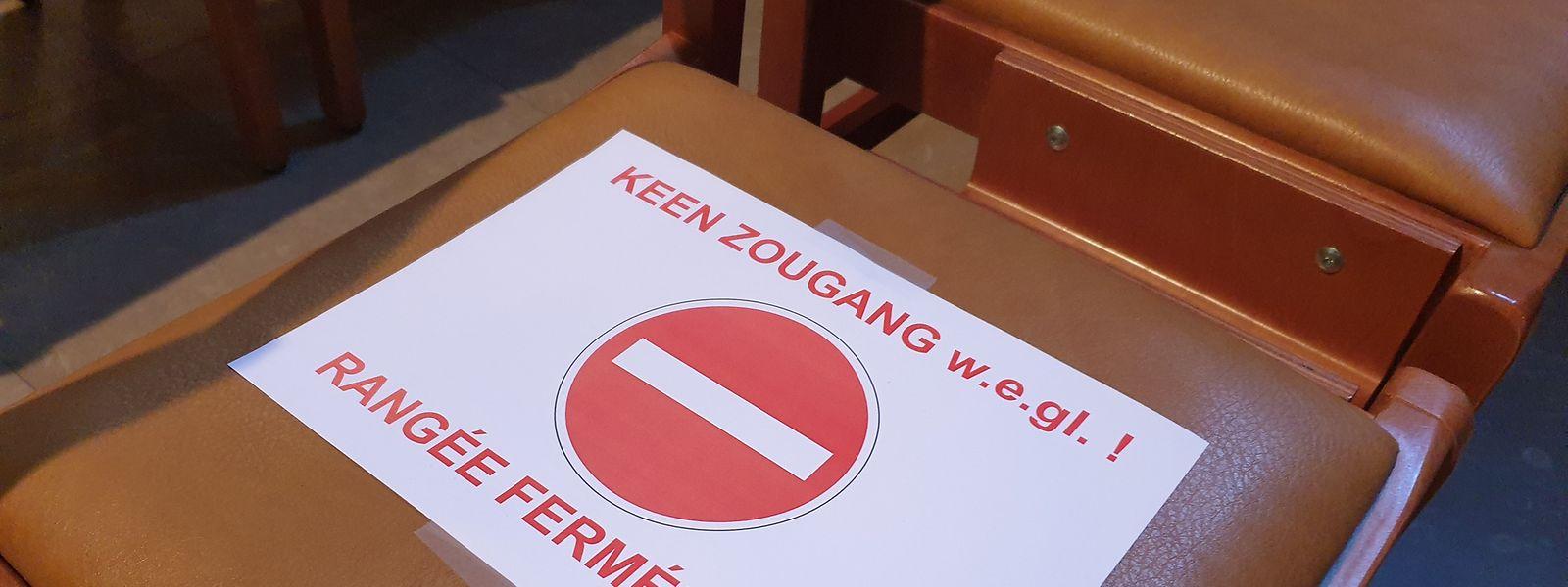 In der Luxemburger Kathedrale sind einige Reihen wegen der Corona-Krise gesperrt.