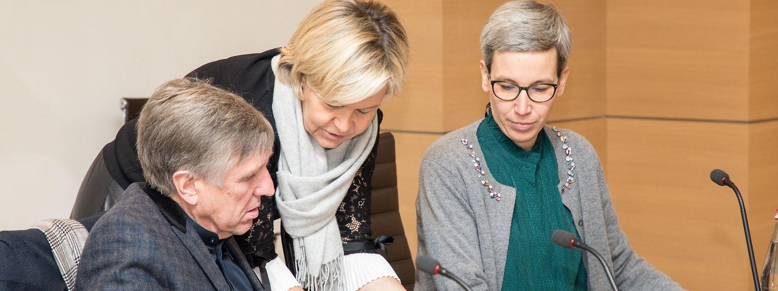 Polizeiminister François Bausch (l.), die Generalinspektorin der Polizei, Monique Stirn (Mitte), und Justizministerin Sam Tanson am Donnerstag bei der Vorstellung des IGP-Audits im Parlament.