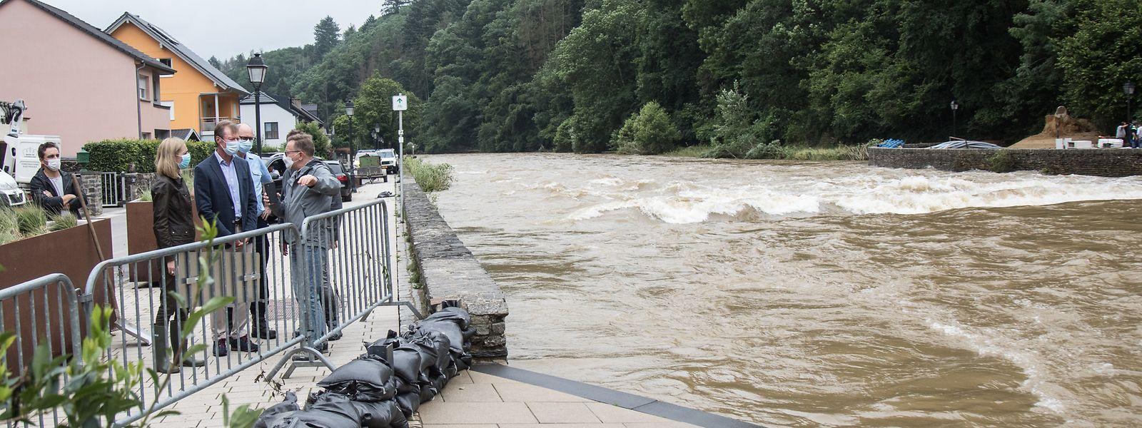 Comme ici à Vianden, la stagnation de l'épisode pluvieux pendant de longues heures a rapidement fait gonfler l'Our.