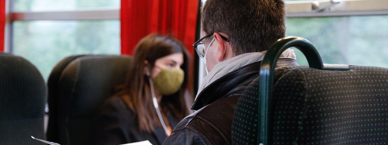Auch in Zügen ist das Tragen einer Maske Pflicht.