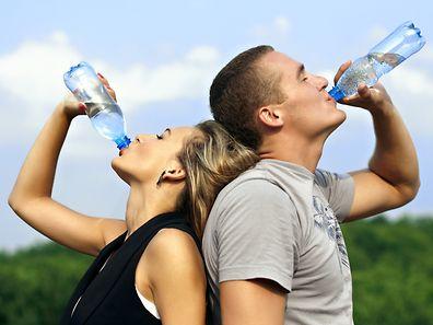 Viel Wasser trinken ist wichtig, zu viel Wasser kann aber auch gefährlich werden.