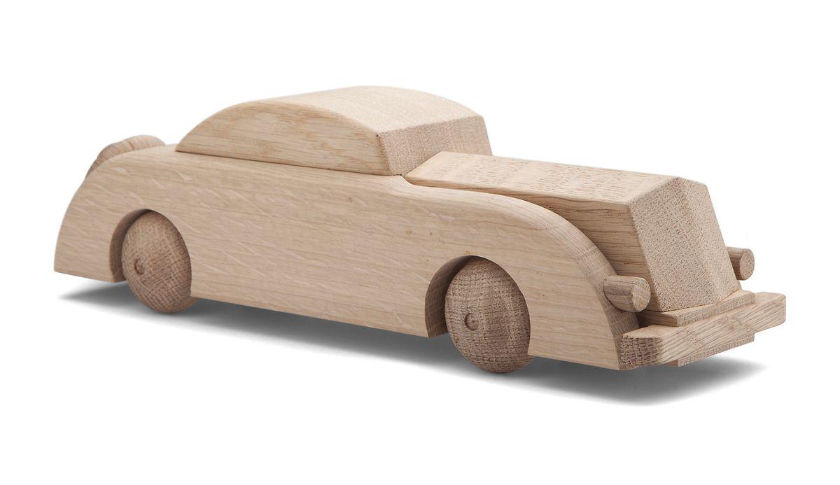 Limousine aus Eichenholz von Kay Bojesen, um 125 Euro.