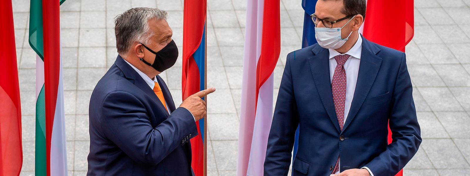 O primeiro-ministro polaco, Mateusz Morawiecki, (à direita) recebeu em setembro passado o homólogo húngaro Viktor Orban (à esquerda) em Lublin.