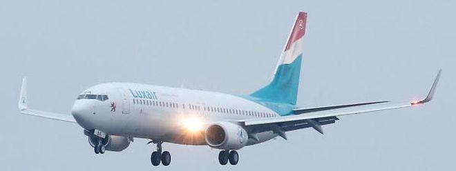 Eine neue 737-800 der Luxair im Anflug.