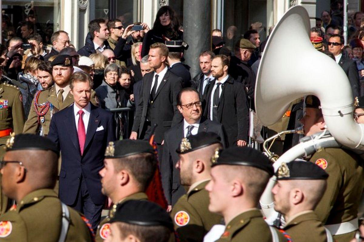 Le public a pu vivre l'accueil officiel de François Hollande de très près ce vendredi matin.