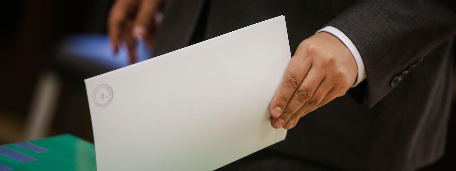 Bei den Doppelmandaten herrscht bei den Parteien weitestgehend Konsens. Bei den Wahlbezirken gehen die Meinungen auseinander.