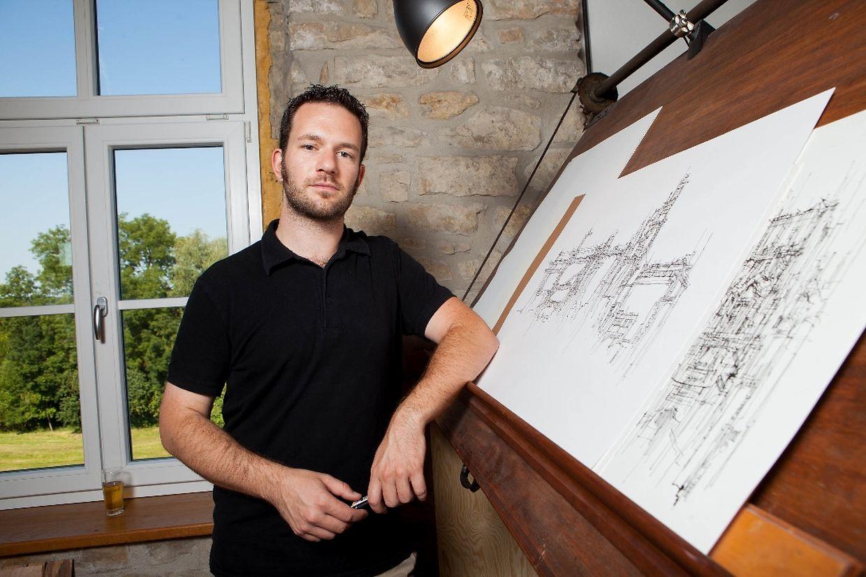 Gelassen und unkompliziert: Misch Feinen in seinem Atelier in Herborn.