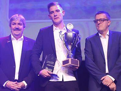 David Turpel, hier neben Robert Hever (r.), dem Verkaufsdirektor von Saint-Paul Luxembourg, und FLF-Präsident Paul Philipp (l.), wurde ausgezeichnet.