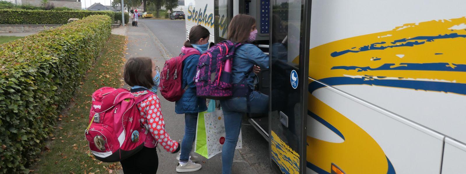 Buff hochziehen und auf nach Wintger: Bis zur Zentralschule um Kiemel brauchen die Grundschulkinder aus Hoffelt mit dem Schulbus dem Fahrplan nach 14 Minuten.