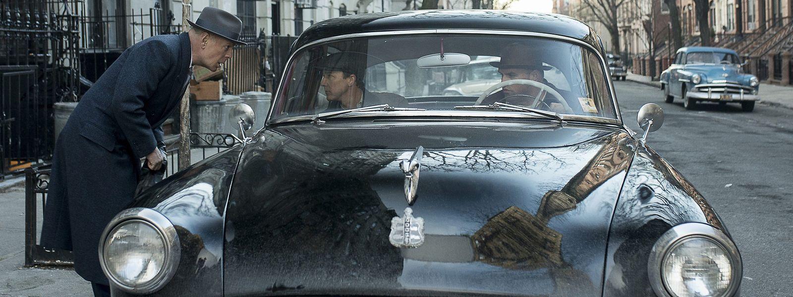 """""""Motherless Brooklyn"""" überzeugt mit Stars wie Edward Norton (der auch Regie führte, im Auto l.) und Bruce Willis (l.)"""