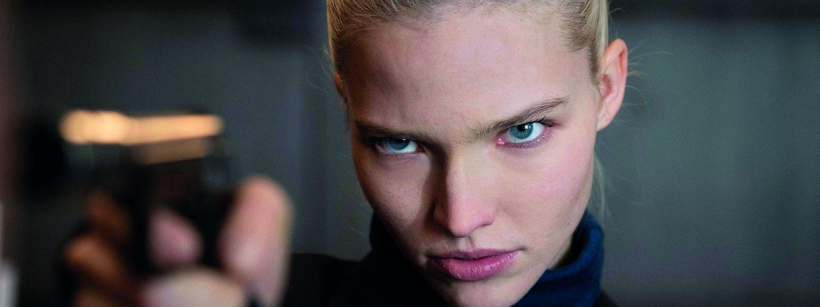 Sasha Luss als KGB-Agentin Anna Politova.