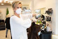 Dank zusätzlicher Kunden aus Deutschland macht Anja Meyers Salon im Januar 20 Prozent mehr Umsatz.