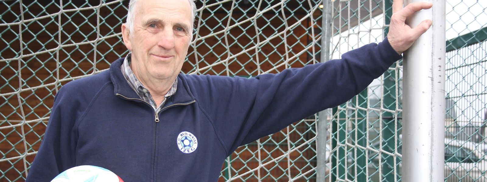 Gérard Lanter posiert nicht gerne: Ich habe ja meine Torwarthandschuhe nicht mehr.