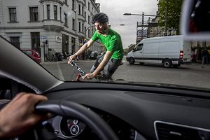 Fahrrad Rad Radfahren in Muenchen am 04.04.2014 . Produktion fuer ADAC Muenchen . Gefahren Unfall Verkehr Verkehrsteilnehmer Radweg Foto: Markus Hannich
