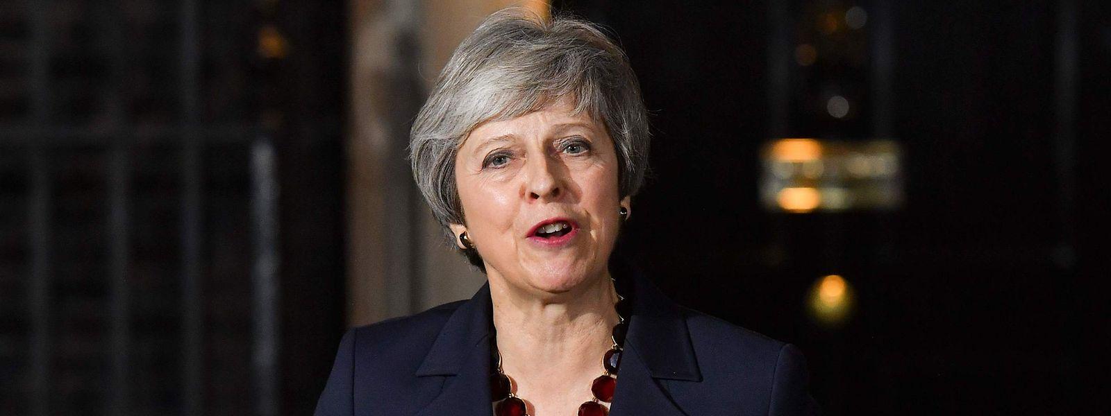 Face à la presse, mercredi soir Theresa May a expliqué que le projet d'accord sur la sortie du Royaume-Uni de l'Union européenne permettra de reprendre le contrôle de «notre argent, nos lois et nos frontières, mettra fin à la liberté de mouvement, protégera les emplois, la sécurité et notre union».