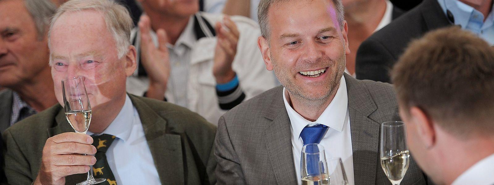 AfD-Spitzenkandidat Leif-Erik Holm feiert das Resultat seiner Partei.