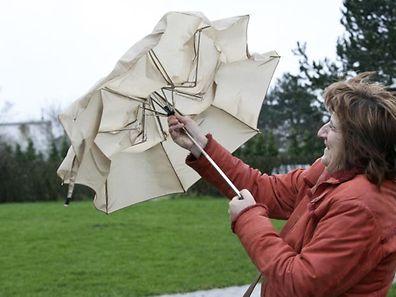 Regenschirm und eine wetterfeste Jacke sind weiterhin angesagt.