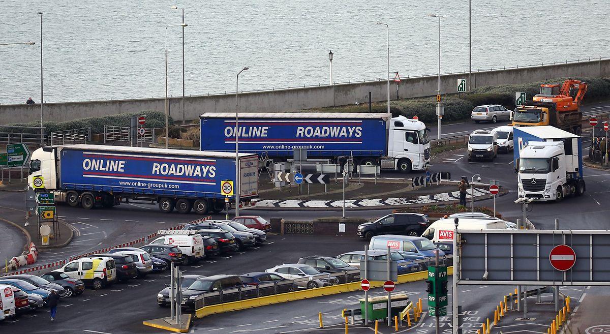"""Großbritannien testet, wie sein Autobahn- und Fährensystem einen """"No Deal""""-Brexit bewältigen würde."""