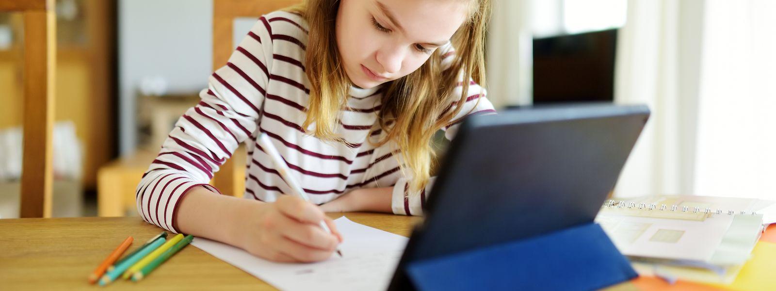 Gerade während des Lockdowns haben viele Grundschüler ganz schnell den Umgang mit digitalen Helfern erlernt.