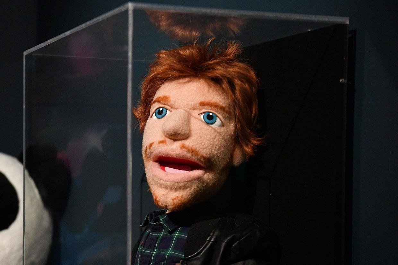 """Ipswich (Großbritannien). Moment mal, ist das nicht Ed Sheeran? Jein, die Puppenversion des Weltstars, die Steve Troop und BJ Guyer von Puppet Design Studios für die Videos """"Sing"""" und """"Happier"""" entwarfen, sind aktuell in der """"Ed Sheeran: Made in Suffolk""""-Schau zu sehen."""