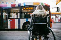 Für Menschen, die in ihrer Mobilität eingeschränkt sind, wird der öffentliche Transport oft zur Herausforderung. Der Adapto-Bus schafft hier Abhilfe.