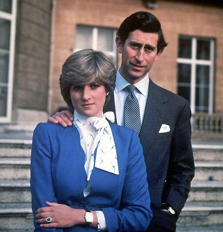 3. Februar 1981: Prinz Charles und seine Verlobte Lady Diana Spencer stehen am Tag der Bekanntgabe ihrer Verlobung in den Gärten des Buckingham Palastes.