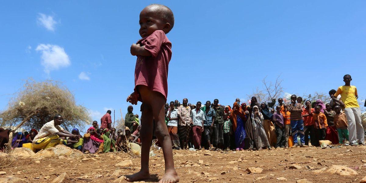 Conditions de survie difficiles dans ce camp de déplacés en Somalie