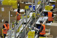 Mitarbeiter von Amazon in Leipzig. Die Gewerkschaft Verdi macht ernst. Sie will den Versandriesen zur Aufnahme von Tarifgesprächen zwingen.