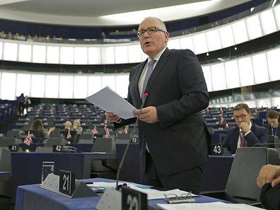 Le premier vice-président de la CE Frans Timmermans s'adresse au Parlement européen lors d'un débat sur le renfort de la surveillance des frontières en Europe.