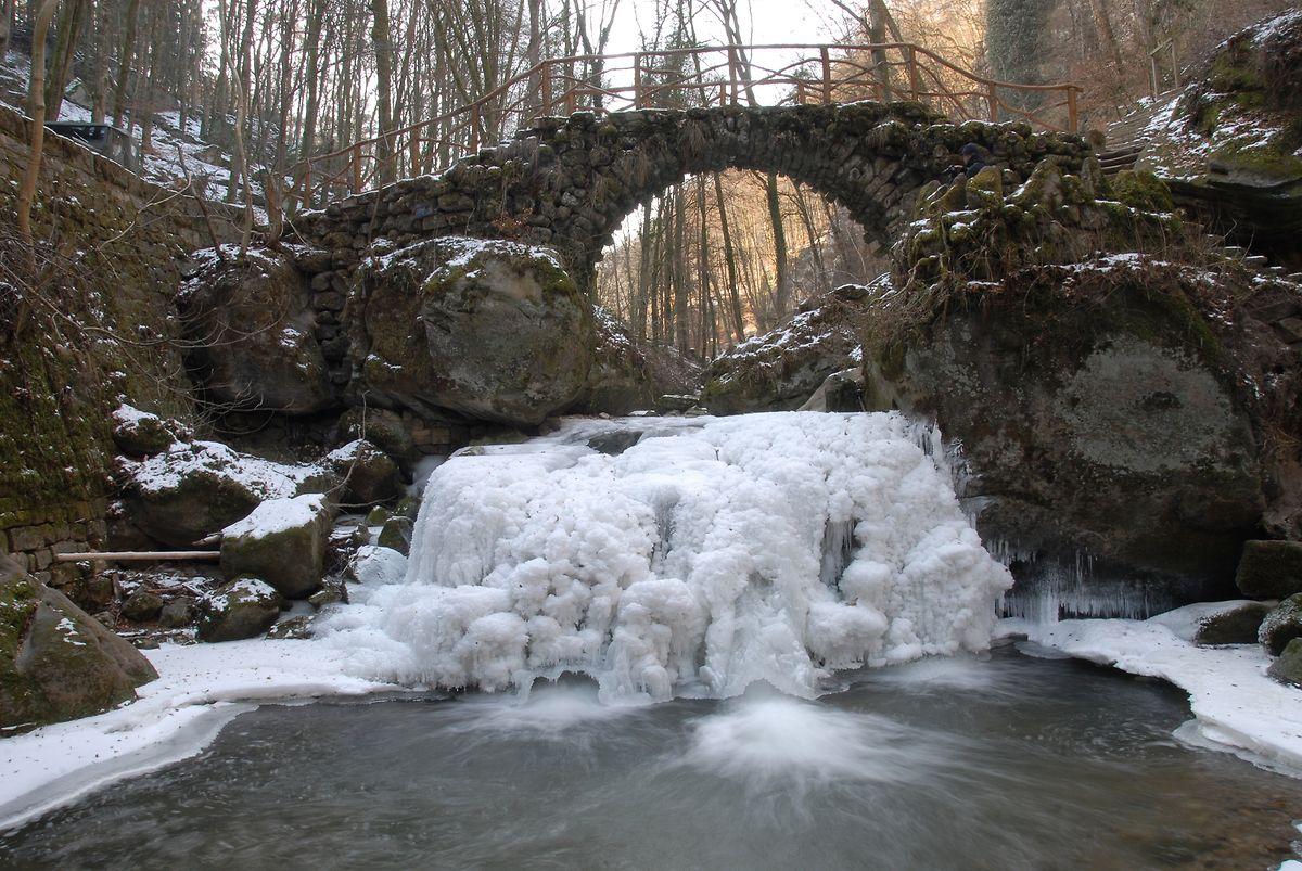 Der Schiessentümpel im Müllerthal, hier im Jahr 2012. Ob er dieses Jahr wieder zufriert und eine außergewöhnliche Kulisse bilden wird?