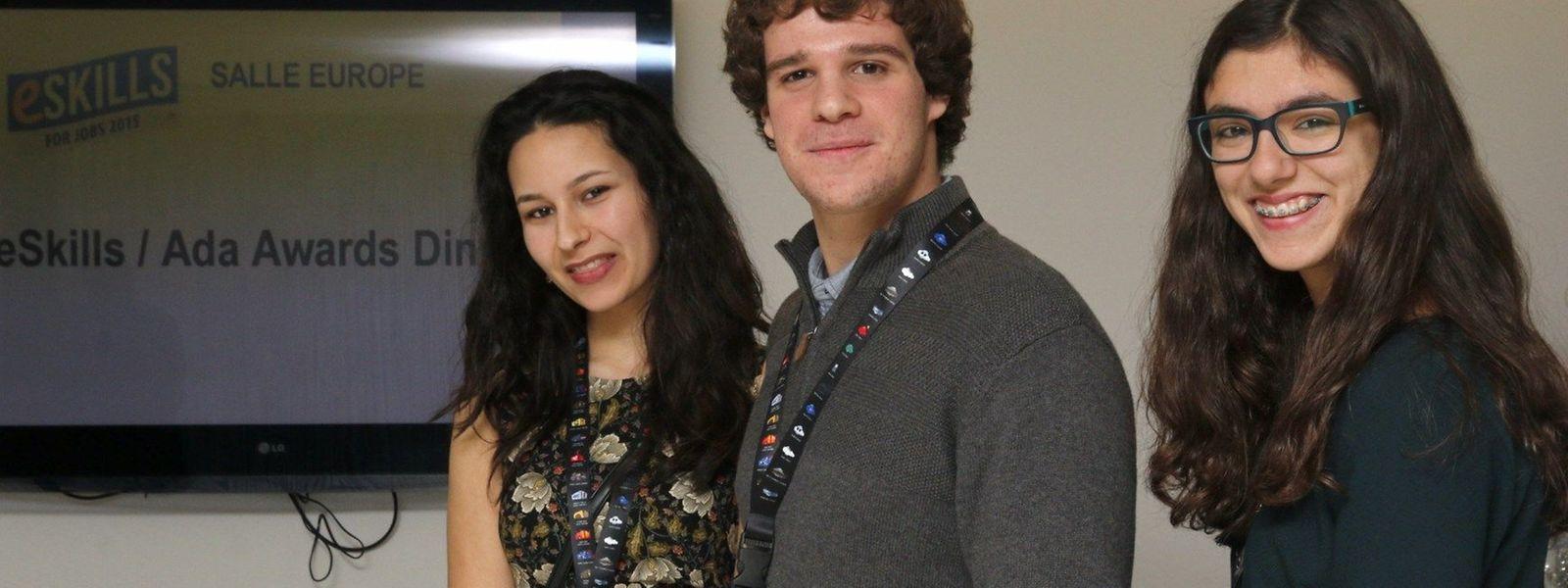 Os alunos portugueses Sara Damião, Nuno Silva e Beatriz Anunciação