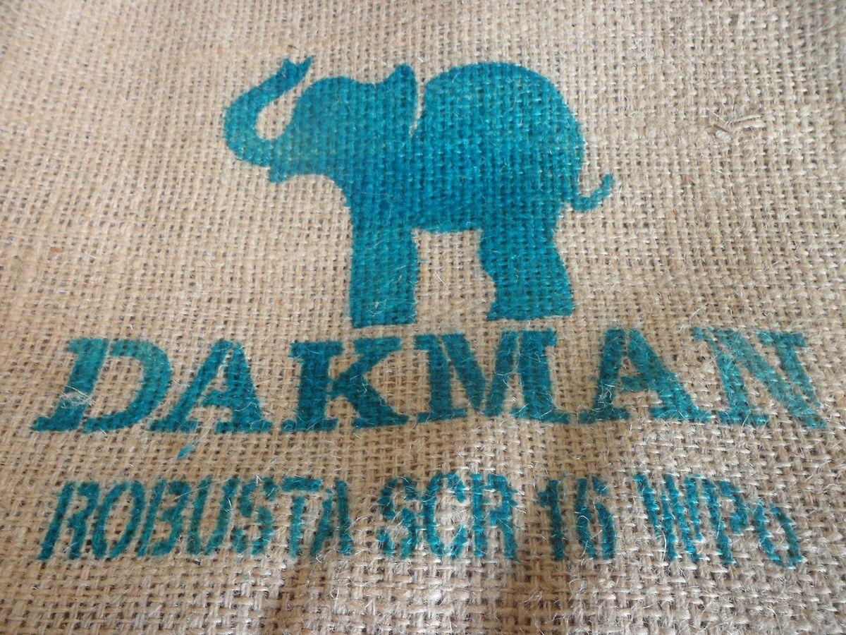 """Der Kaffee-Exporteur """"Dakman Company"""" kauft den Kaffee direkt von den Genossenschaften und muss einen Mindestpreis garantieren."""