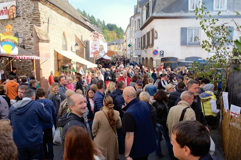 Der Nussmarkt ist eine beliebte Tradition in Vianden.