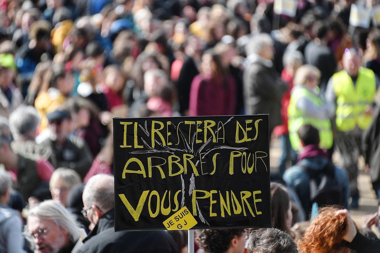 Manifestantes da Marcha do Século deixaram críticas à inação dos governos em defesa do clima.
