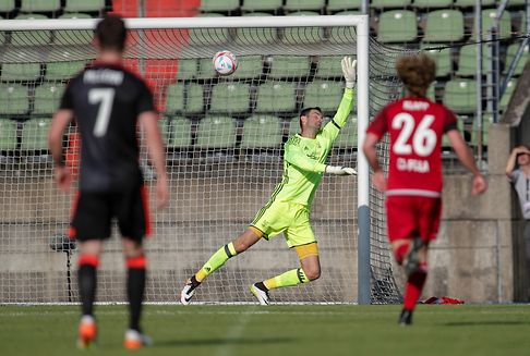 Football - Europa League: Fola Esch fall short against Aberdeen in qualifier