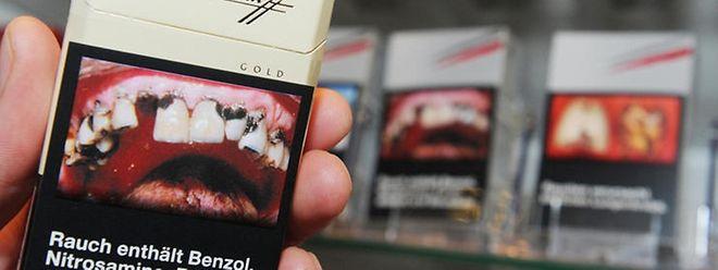 Nichts für schwache Nerven: Bald werden Raucherlungen und faule Gebisse die Zigarettenschachteln zieren.
