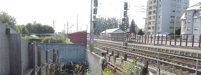 Ist die Umgehung gebaut, könnte auch der Bahnübergang verschwinden und die halbfertige Unterführung fertiggestellt werden.