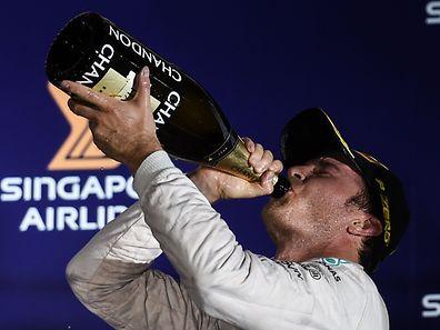 Nico Rosberg ultrapassou Hamilton no topo da classificação