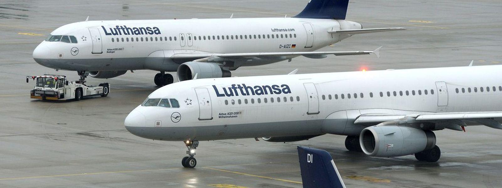 Am Mittwoch fällt mindestens jeder zweite Lufthansa-Flug aus. (Foto: AFP)