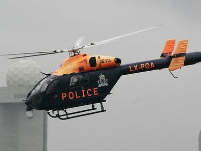 L'hélicoptère de la police est utilisé dans les recherches