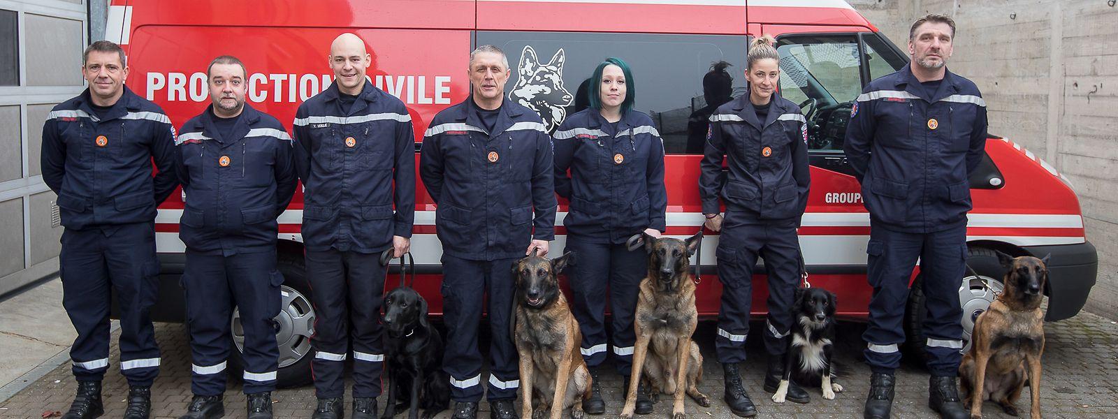 Ein Teil des Teams der Hundestaffel, damals noch unter der Flagge der Protection civile.