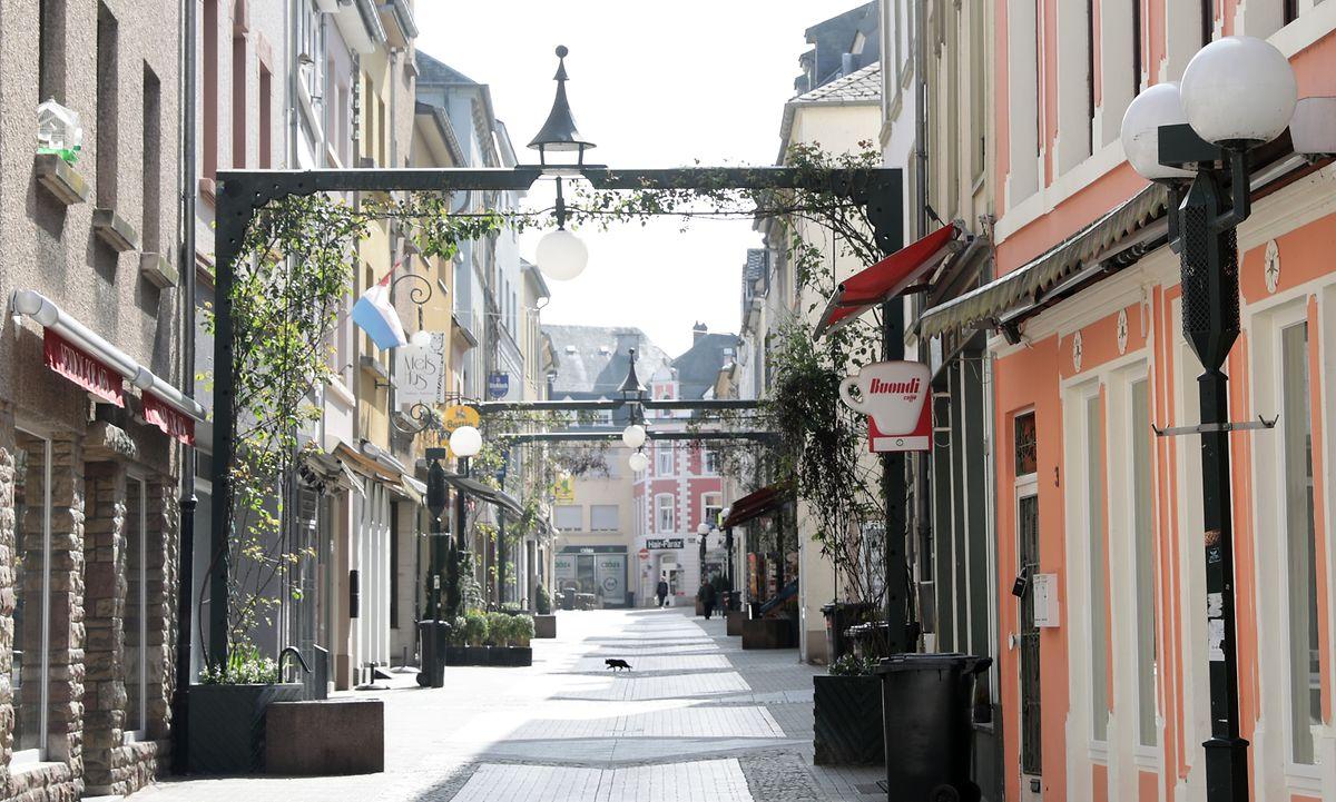 Die Echternacher Fußgängerzone ist am 17. März 2020 nahezu verwaist.