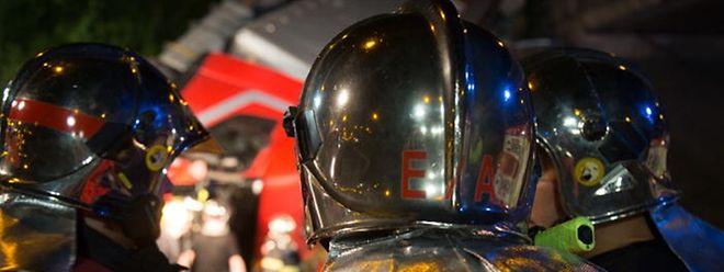 Beim Hausbrand musste eine Person wegen Verletzungen behandelt werden.