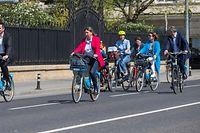 Dank der elektrischen Vel'OH-Fahrräder kamen Tourismusminister Lex Delles, Stadtbürgermeisterin Lydie Polfer und Kulturministerin Sam Tanson (v.l.n.r.) am Freitag kaum ins Schwitzen.