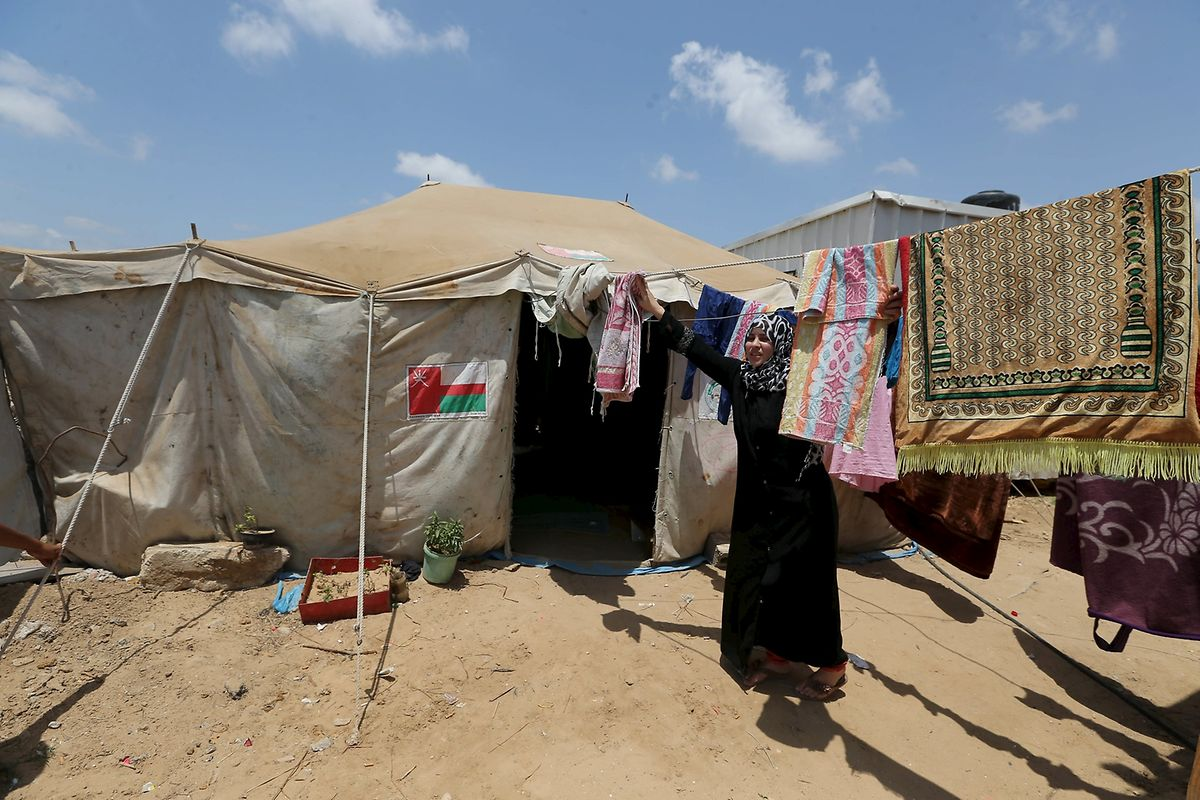 Alles verloren: Palästinenserin und Familie leben in Zelt.